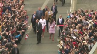 Crowds greet Prince William, Kate in Vancouver