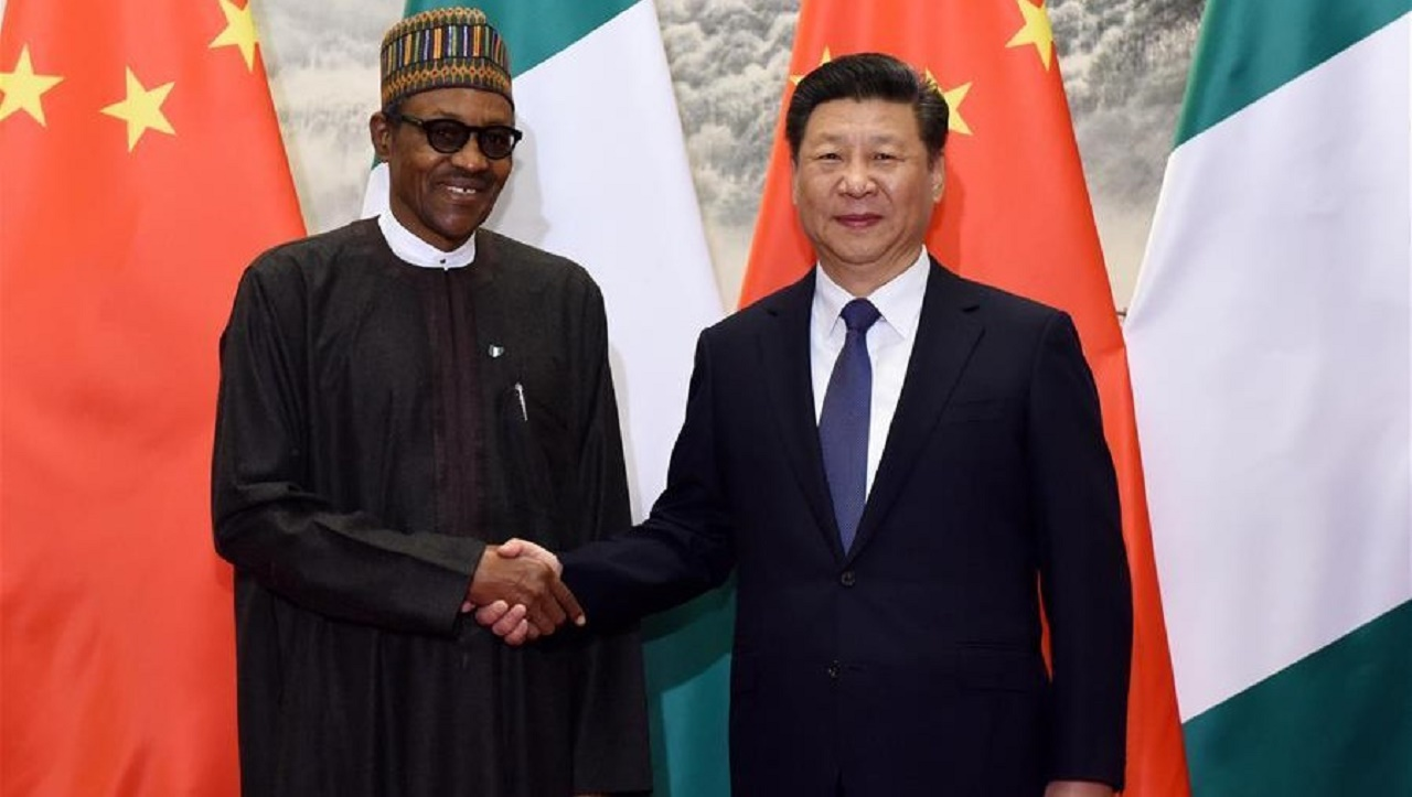 BEIJING, April 12, 2016 (Xinhua) -- Chinese PresidentXi Jinping(R) holds talks with Nigerian President Muhammadu Buhari in Beijing, capital of China, April 12, 2016. (Xinhua/Rao Aimin)