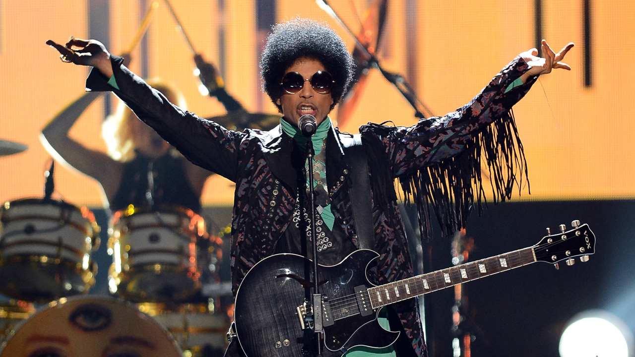 This file photo taken on May 18, 2013 shows musician Prince performing onstage during the 2013 Billboard Music Awards at the MGM Grand Garden Arena on May 19, 2013 in Las Vegas, Nevada. Pop icon Prince died at his compound in Minnesota on April 21, 2016, a representative said. He was 57. / AFP PHOTO / GETTY IMAGES / Ethan Miller
