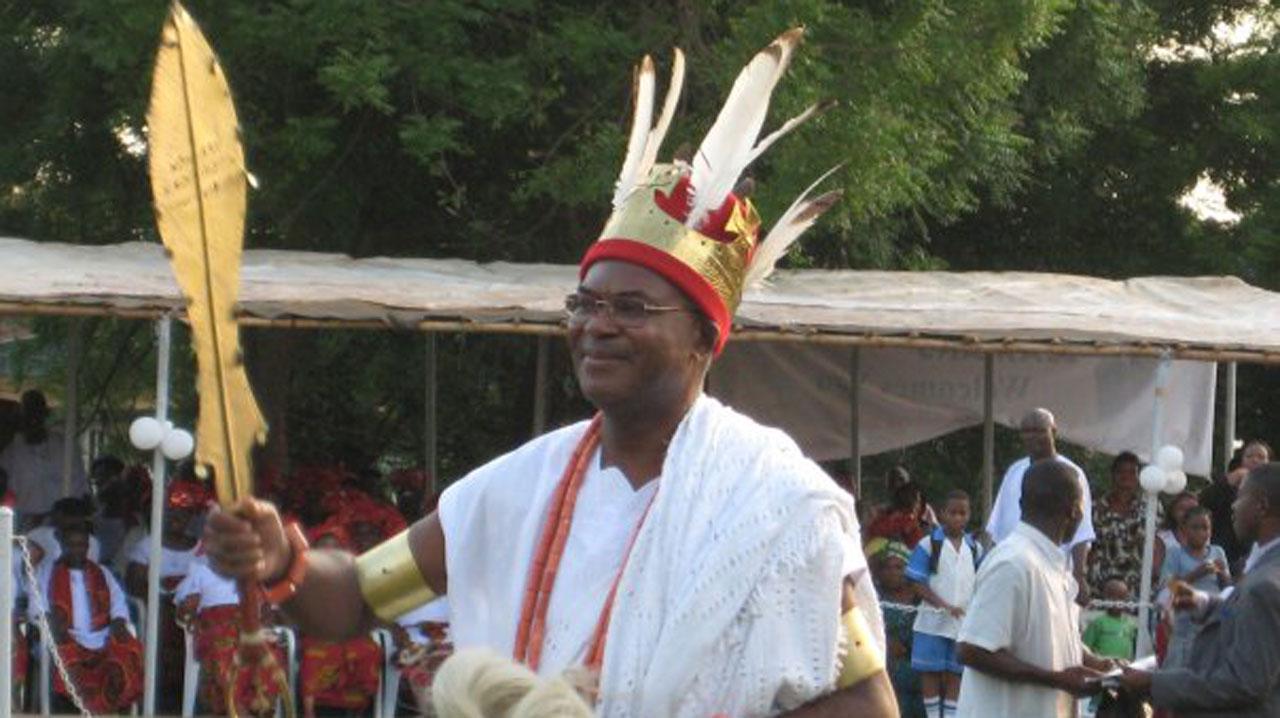 Igwe Nnaemeka Alfred Achebe,