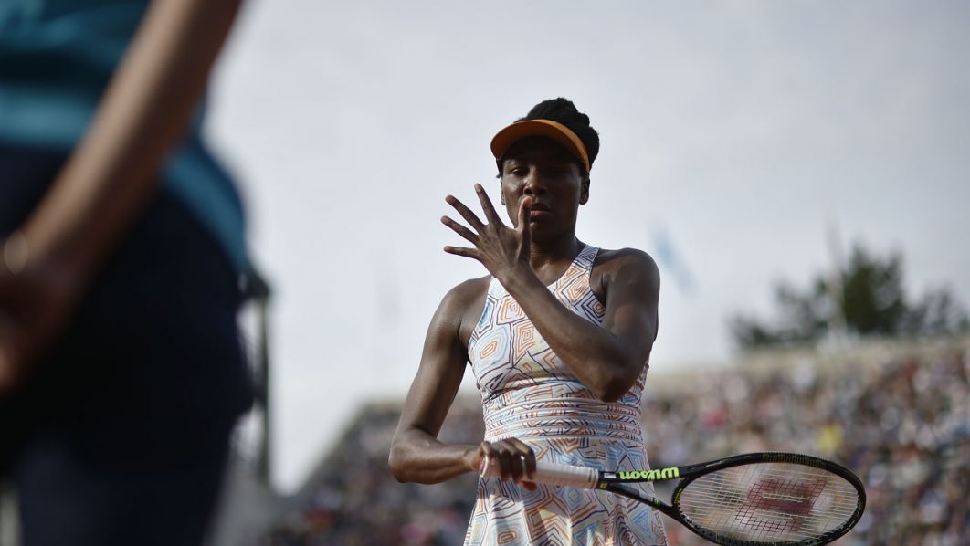 The US's Venus Williams gestures during her women's third round match against France's Alize Cornet at the Roland Garros 2016 French Tennis Open in Paris on May 28, 2016. Eric FEFERBERG / AFP