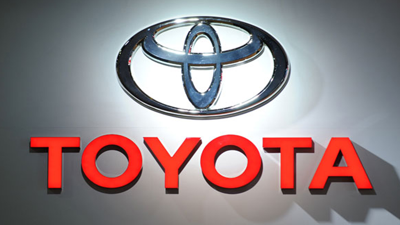(FILES) This file photo taken on January 10, 2012 shows the Toyota logo during the second press preview day at the 2012 North American International Auto Show in Detroit, Michigan. PHOTO: AFP / STAN HONDA