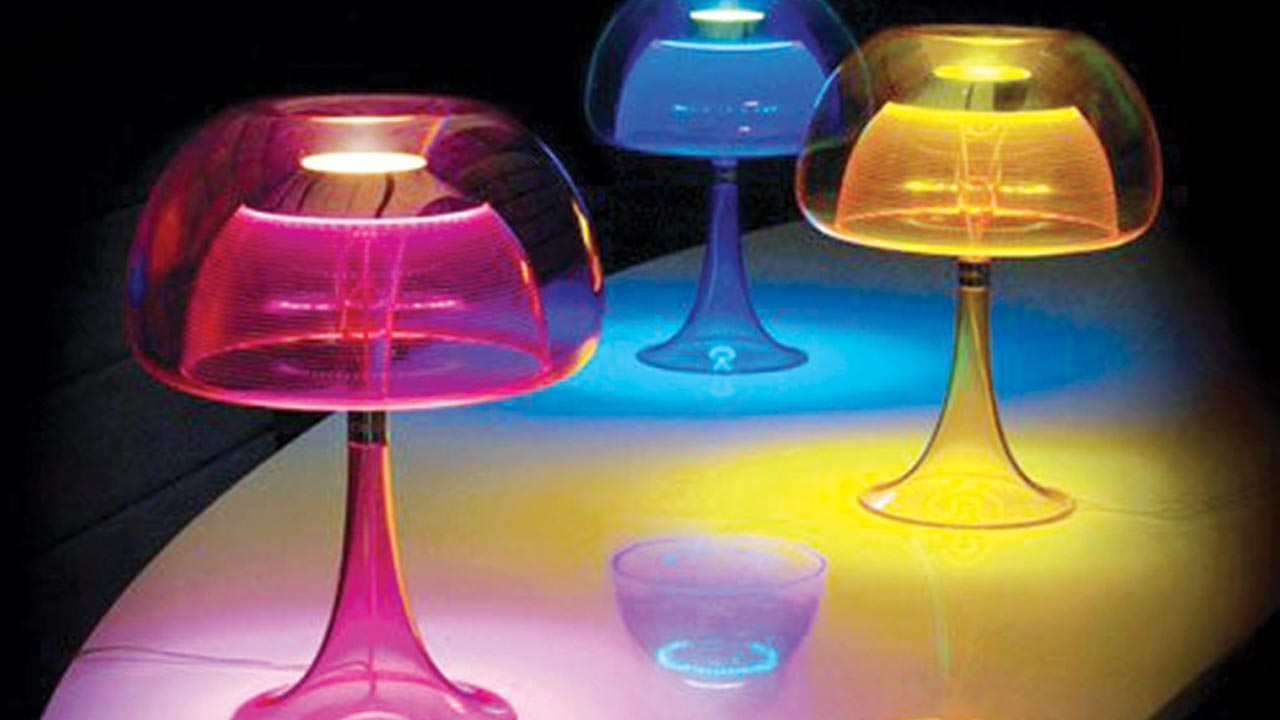 Beautiful-Table-Lamp-Inspired-by-Jellyfish
