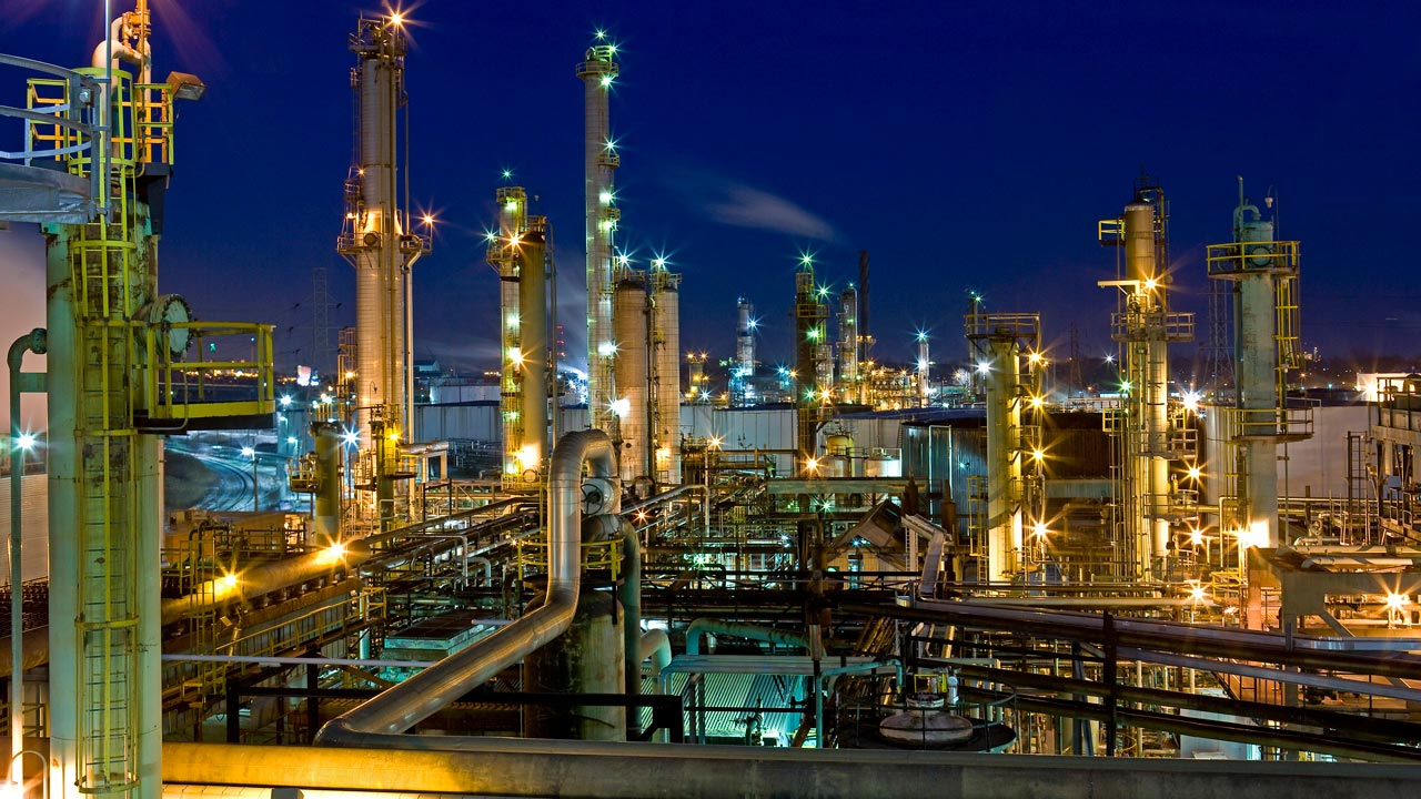 crude oil refining An oil refinery is an industrial plant that refines crude oil into petroleum products such as diesel, gasoline and heating oils.