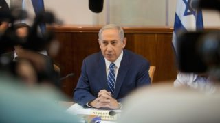 Israeli Prime Minister Benjamin Netanyahu attends a weekly cabinet meeting in Jerusalem on September 18, 2016.  POOL / AFP