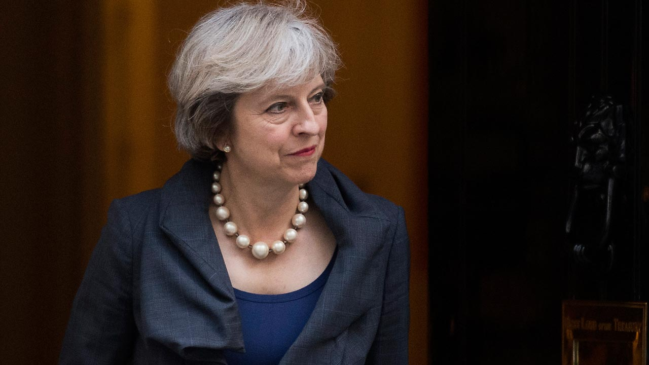 British Prime Minister Theresa May comes out of 10 Downing Street to greet President of the European Parliament Martin Schulz in London on September 22, 2016. JUSTIN TALLIS / AFP