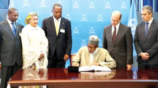 President Mohammadu Buhari (Centre)with R-L: Mr. Stephen Mathias, Assistant Secretary-General for Legal Affairs, United Nations, Mr. Santiago Villalpando, Chief of the Treaty Section, OLA, United Nations, Minister of Foreign Affairs Geoffrey Onyeama, Minister of Environment Amina Mohammed as he signs Paris Agreement on Climate Change at the sidelines of the UN General Assembly in New York.