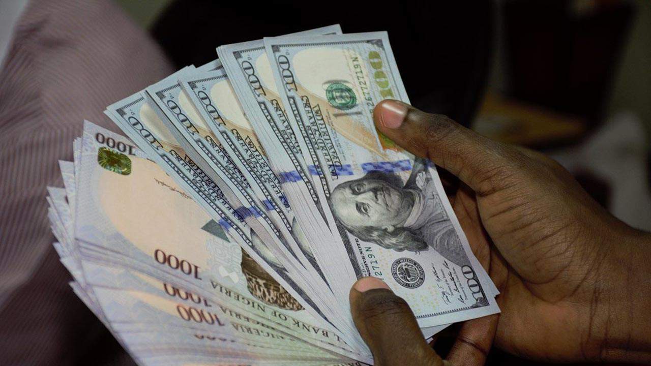 Naira Rises to N425 to $1 at the parallel market