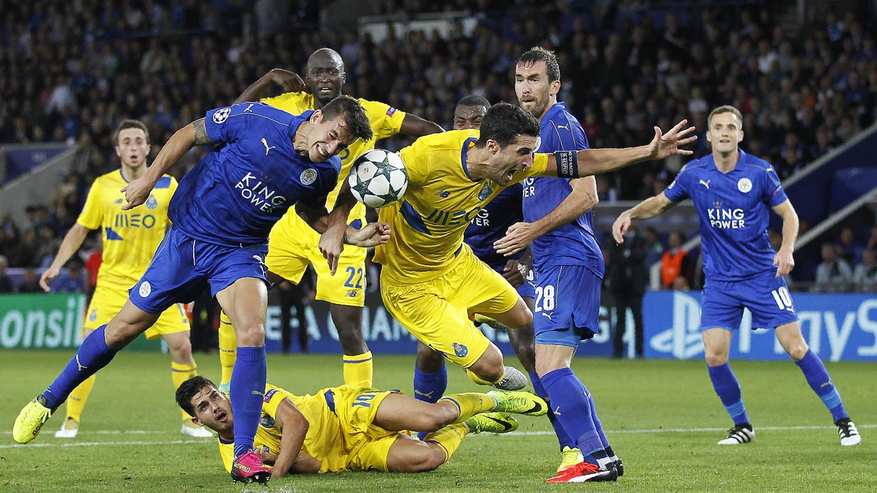 Leicester City's Spanish defender Luis Hernandez (L) vies with Porto's Spanish defender Ivan Marcano during the UEFA Champions League group G football match between Leicester City and Porto at the King Power Stadium in Leicester, central England on Septmeber 27, 2016. Ian Kington / AFP