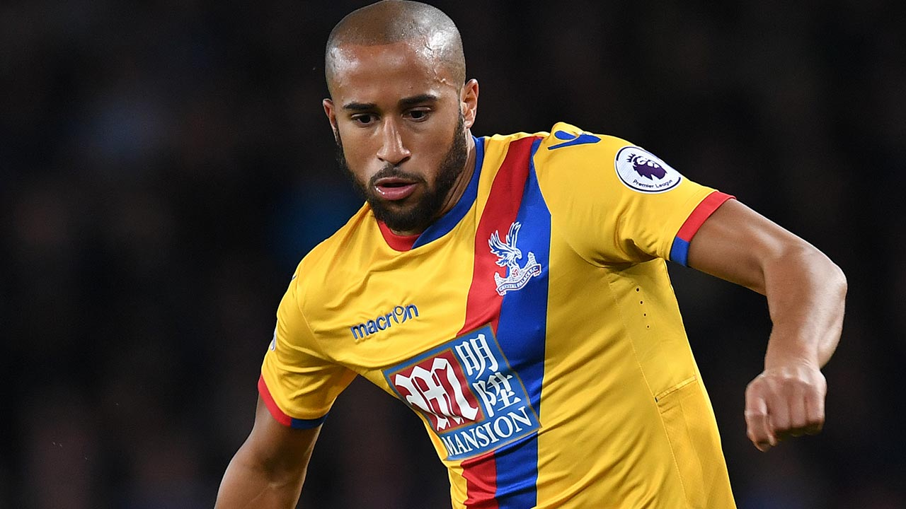 Crystal Palace's English midfielder Andros Townsend controls the ball during the English Premier League football match between Everton and Crystal Palace at Goodison Park in Liverpool, north west England on September 30, 2016. PAUL ELLIS / AFP