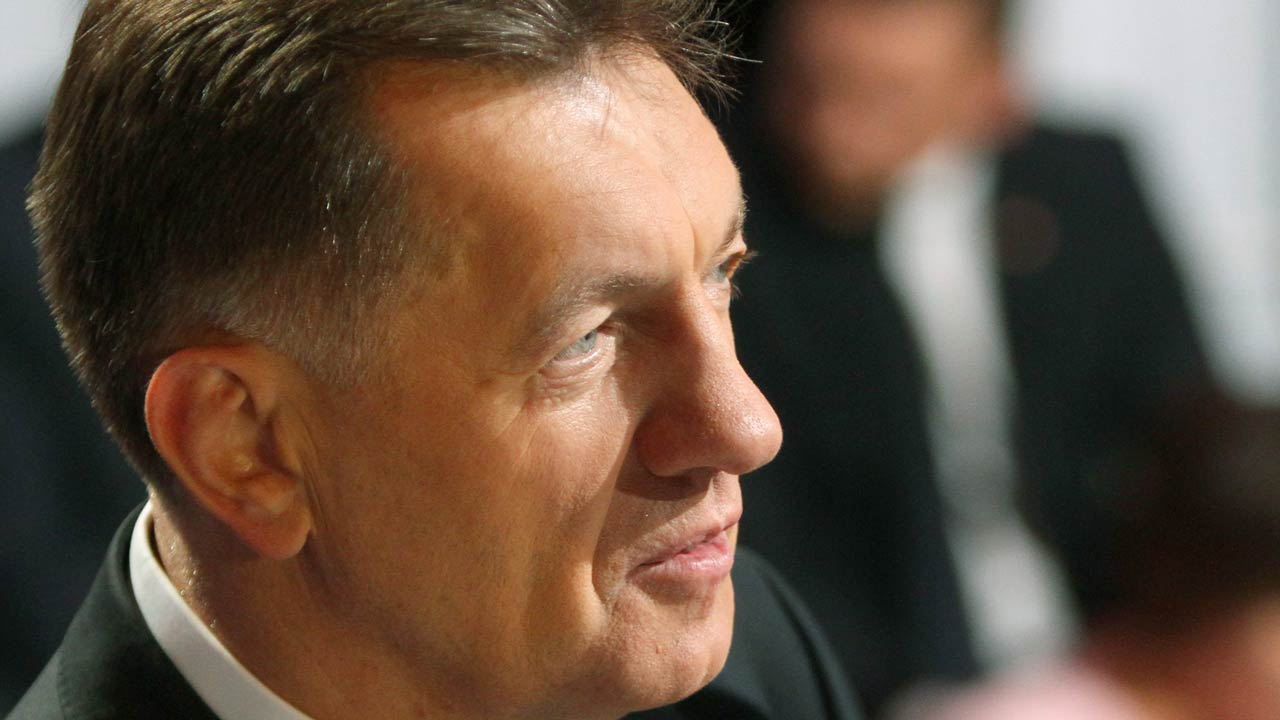 Lithuanian Prime Minister and leader of the Lithuanian Social Democratic Party Algirdas Butkevicius (L) concentrates before a debate aired on national TV in Vilnius on September 29, 2016. Lithuanians will go to polls on October 9th, 2016 to choose between the ruling left-wing government and right-wing opposition as the newest eurozone member struggles to stem emigration to richer European nations. Petras Malukas / AFP