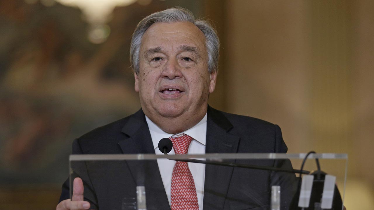Newly appointed United Nations general secretary Antonio Guterres speaks to the press in Lisbon, on October 6, 2016. JOSE MANUEL RIBEIRO / AFP