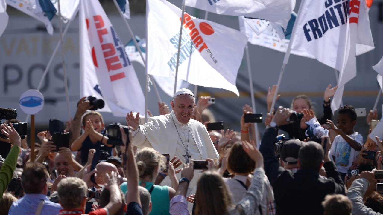 Pope Francis greets the crowd from the popemobil after a mass on October 9, 2016 at St Peter's square in Vatican. FILIPPO MONTEFORTE / AFP