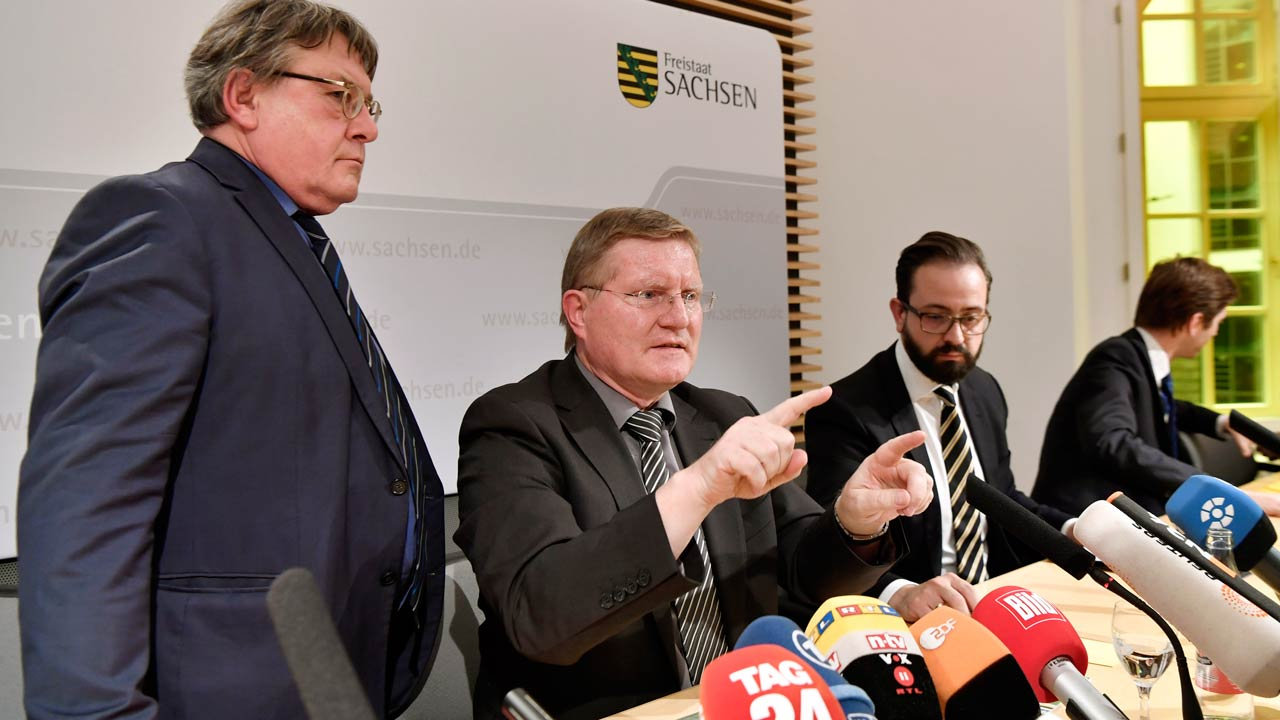 "Saxony's state minister of Justice, Sebastian Gemkow (2nd R), and Rolf Jacob (2nd L), head of the prison in the eastern German city of Leipzig, give a press conference on Jaber al-Bakr's suicide, a Syrian bomb plot suspect, on October 13, 2016 in Dresden, eastern Germany. German authorities were under pressure to explain how a Syrian suspect detained over a bomb plot could have committed suicide in jail, seriously hampering investigations into the alleged planned attack. The death in custody marks a second official ""fiasco"" after police commandos earlier botched the arrest of Jaber al-Bakr, sparking a nationwide weekend-long manhunt that only ended when the suspect's compatriots captured and handed him in to officers. Frank Dehlis / AFP"