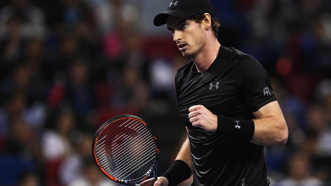Andy Murray of Great Britain reacts after a return against Gilles Simon of France in their men's singles semi-finals match at the Shanghai Masters tennis tournament in Shanghai on October 15, 2016. JOHANNES EISELE / AFP