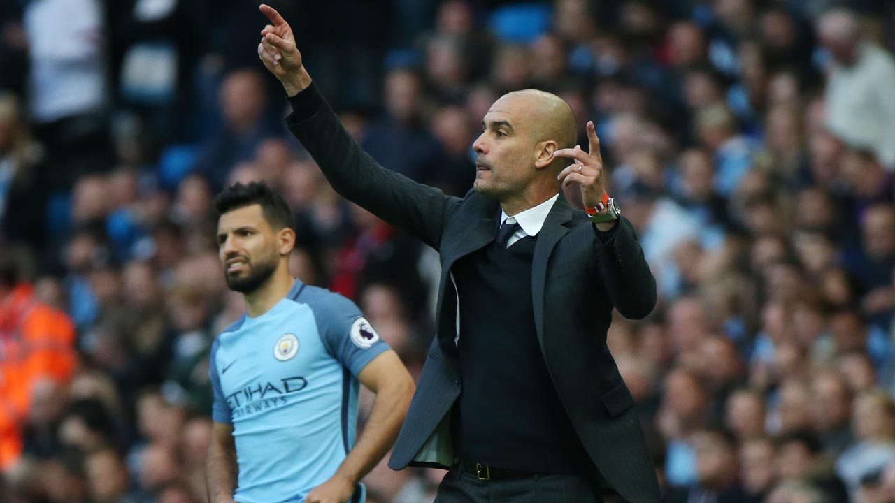 Manchester City's Spanish manager Pep Guardiola (R) gestures during the English Premier League football match between Manchester City and Everton at the Etihad Stadium in Manchester, north west England, on October 15, 2016. PHOTO: SCOTT HEPPELL / AFP