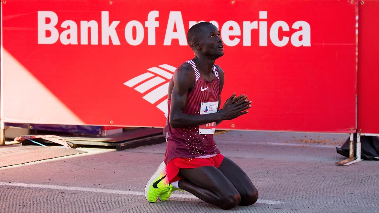 CHICAGO, IL - OCTOBER 09: Abel Kirui of Kenya reacts after winning the men's race at the Bank of America Chicago Marathon on October 9, 2016 in Chicago, Illinois. Tasos Katopodis/Getty Images/AFP TASOS KATOPODIS / GETTY IMAGES NORTH AMERICA / AFP