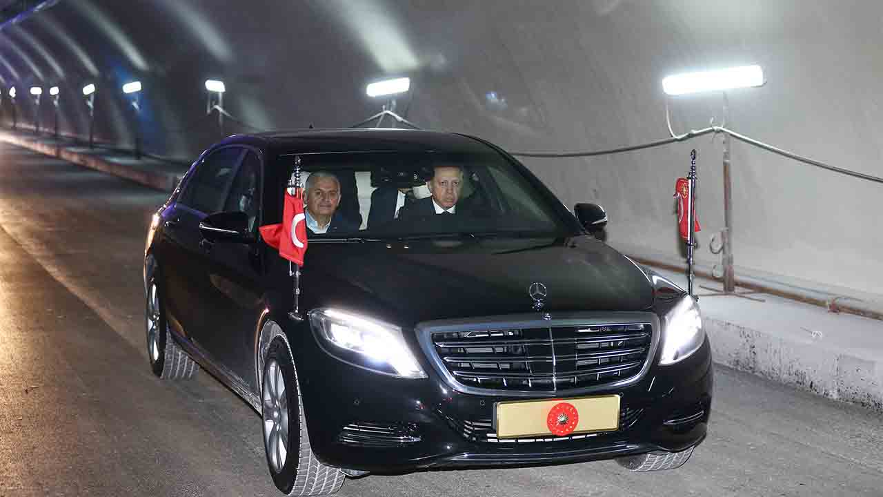 """This handout picture taken and realesed by the Turkish Presidency Press Service on October 8, 2016 in Istanbul shows Turkey's President Recep Tayyip Erdogan driving a car with Turkish Prime Minister Binali Yildirim (L) through Euroasia tunnel during a visit to the construction site for first test drives. The government's other grandiose projects for the city include the Eurasia tunnel -- a road passage underneath the Bosphorus -- expected to be inaugurated on December 20.  / AFP PHOTO / TURKISH PRESIDENCY PRESS OFFICE / YASIN BULBUL / RESTRICTED TO EDITORIAL USE - MANDATORY CREDIT """"AFP PHOTO / TURKISH PRESIDENTIAL PRESS OFFICE /YASIN BULBUL"""" - NO MARKETING - NO ADVERTISING CAMPAIGNS - DISTRIBUTED AS A SERVICE TO CLIENTS"""