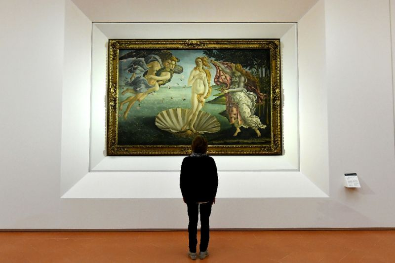 """Birth of Venus"" painted in the mid 1480s by Italian painter Sandro Botticelli is seen at the reopening of Florence's Uffizi Gallery on October 17, 2016 (AFP Photo/Alberto Pizzoli)"