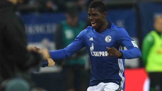 Schalke's Swiss midfielder Breel Embolo celebrates after scoring during the German first division Bundesliga football match of FC Schalke vs Borussia Moenchengladbach in Gelsenkirchen, western Germany, on October 2, 2016. / AFP PHOTO / PATRIK STOLLARZ
