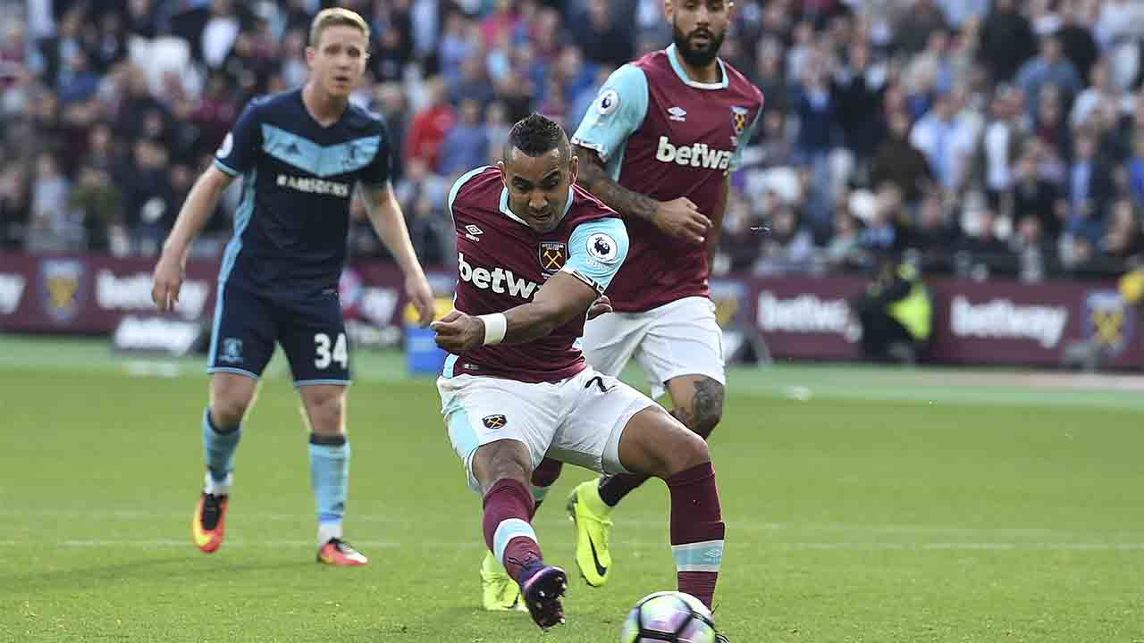 West Ham United's French midfielder Dimitri Payet (C) scores their first to equalise 1-1 during the English Premier League football match between West Ham United and Middlesbrough at The London Stadium, in east London on October 1, 2016. / AFP PHOTO / GLYN KIRK / RESTRICTED TO EDITORIAL USE. No use with unauthorized audio, video, data, fixture lists, club/league logos or 'live' services. Online in-match use limited to 75 images, no video emulation. No use in betting, games or single club/league/player publications. /