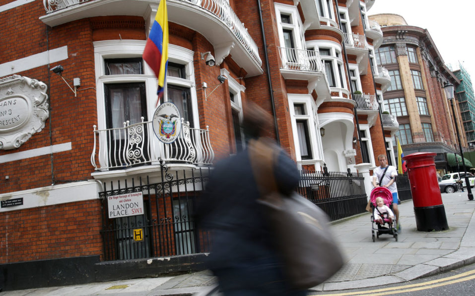 (FILES) This file photo taken on June 19, 2016 shows the building housing the Ecuadorian embassy in central London where WikiLeaks founder Julian Assange has hold up for four years. The United States on October 18, 2016 denied charges from WikiLeaks that Washington asked Ecuador to cut the internet connection of the website's founder Julian Assange. WikiLeaks on October 17, 2016 alleged that Assange's internet access was cut Saturday after it published private speeches by Democratic presidential nominee Hillary Clinton to Goldman Sachs. / AFP PHOTO / Daniel Leal-Olivas
