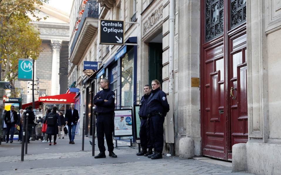 police officers standing guard at the entrance to a hotel residence at the Rue Tronchet, near Madeleine, central Paris, where US reality television star Kim Kardashian was robbed at gunpoint by assailants disguised as police who made off with millions, mainly in jewellery. French investigators are studying several DNA samples found in the Paris apartment where Kim Kardashian was tied up and robbed at gunpoint of $10 million in jewels, sources close to the inquiry said on October 11, 2016. / AFP PHOTO / Thomas SAMSON