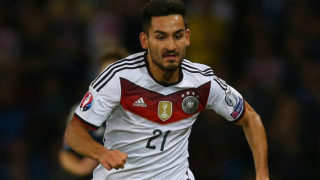 Ilkay Gundogan of Germany runs with the ball during the UEFA Euro 2016 qualifier between Scotland and Germany at Hampden Park in Glasgow, Scotland, on September 7, 2015. AFP PHOTO / IAN MACNICOL / AFP PHOTO / Ian MacNicol