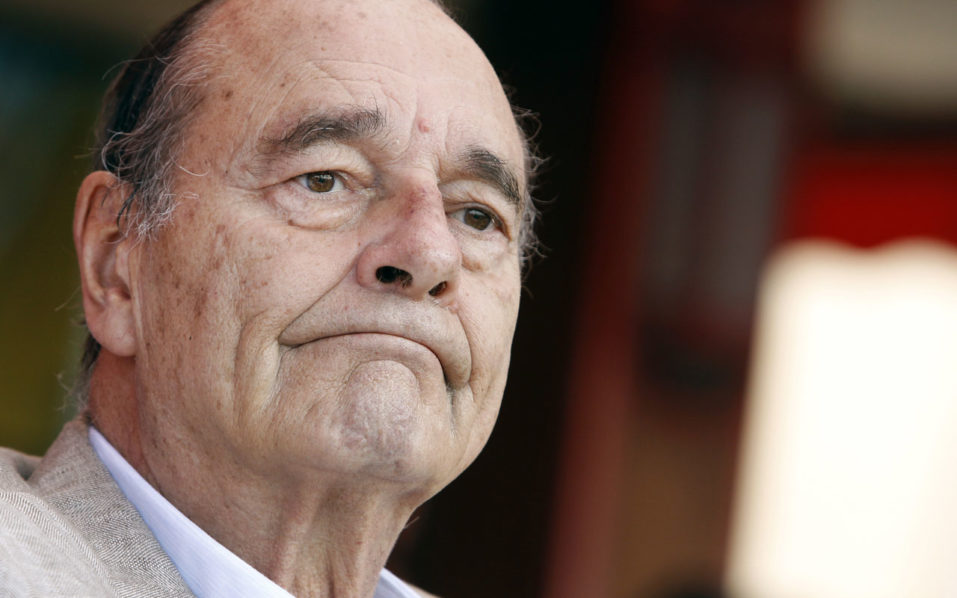 France's former president Jacques Chirac sitting at a table outside the famous Le Senequier cafe in the French Riviera searesort of Saint-Tropez. French former president Jacques Chirac left hospital on October 13, 2016 and will continue recovering from a lung infection at his Paris home, his family told AFP. / AFP PHOTO / Sebastien NOGIER