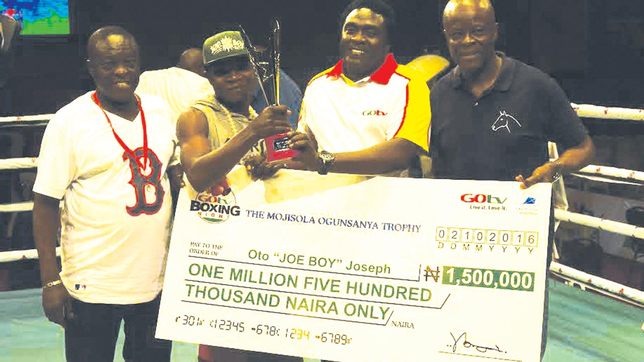Winner of the GoTv Boxing Night Nine star prize, Joe Boty (second left), receiving his prizes from Supersports General Manager, Felix Awogu (right), and other officials at the end of the event…at the weekend.