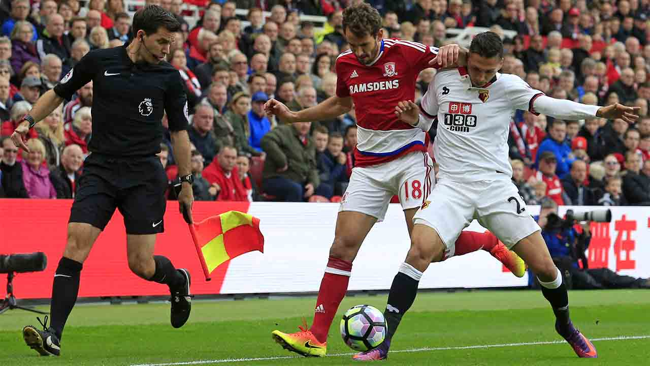 Middlesbrough's Uruguayan striker Christian Stuani vies with Watford's German-born Greek midfielder JosÈ Holebas (R) during the English Premier League football match between Middlesbrough and Watford at Riverside Stadium in Middlesbrough, north east England on October 16, 2016. / AFP PHOTO / Lindsey PARNABY / RESTRICTED TO EDITORIAL USE. No use with unauthorized audio, video, data, fixture lists, club/league logos or 'live' services. Online in-match use limited to 75 images, no video emulation. No use in betting, games or single club/league/player publications.  /