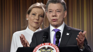Colombian president Juan Manuel Santos delivers a speech next to his wife Maria Clemencia Rodriguez after winning the Nobel Peace Prize 2016 on October 7, 2016, at Casa de Narino presidential palace in Bogota. Colombia's President Juan Manuel Santos dedicated his Nobel Peace Prize Friday to the victims of his country's civil war, which he has worked to end through a contested peace accord with communist rebels / AFP PHOTO / GUILLERMO LEGARIA