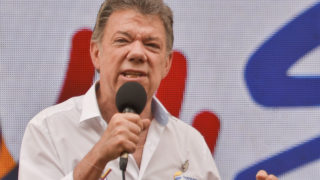 "Colombian President Juan Manuel Santos speaking to the audience during the first day of the campaign ""Pedagogy for Peace"" to inform people about the peace talks between the government and the FARC guerrillas, in Cali, Colombia. Colombian President Juan Manuel Santos was awarded the Nobel Peace Prize on October 7, 2016 for his efforts to end five decades of war in his country. / AFP PHOTO / LUIS ROBAYO"