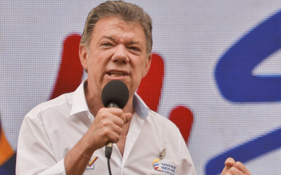 """Colombian President Juan Manuel Santos speaking to the audience during the first day of the campaign """"Pedagogy for Peace"""" to inform people about the peace talks between the government and the FARC guerrillas, in Cali, Colombia. Colombian President Juan Manuel Santos was awarded the Nobel Peace Prize on October 7, 2016 for his efforts to end five decades of war in his country. / AFP PHOTO / LUIS ROBAYO"""