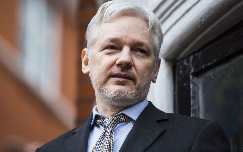 (FILES) This file photo taken on February 05, 2016 shows WikiLeaks founder Julian Assange addressing the media from the balcony of the Ecuadorian embassy in central London. Celebrating its 10th anniversary this week, anonymous online whistleblowing platform WikiLeaks can look back on a decade that saw it turn classified documents into global headlines and inspire a host of copycat leaks. / AFP PHOTO / Jack Taylor