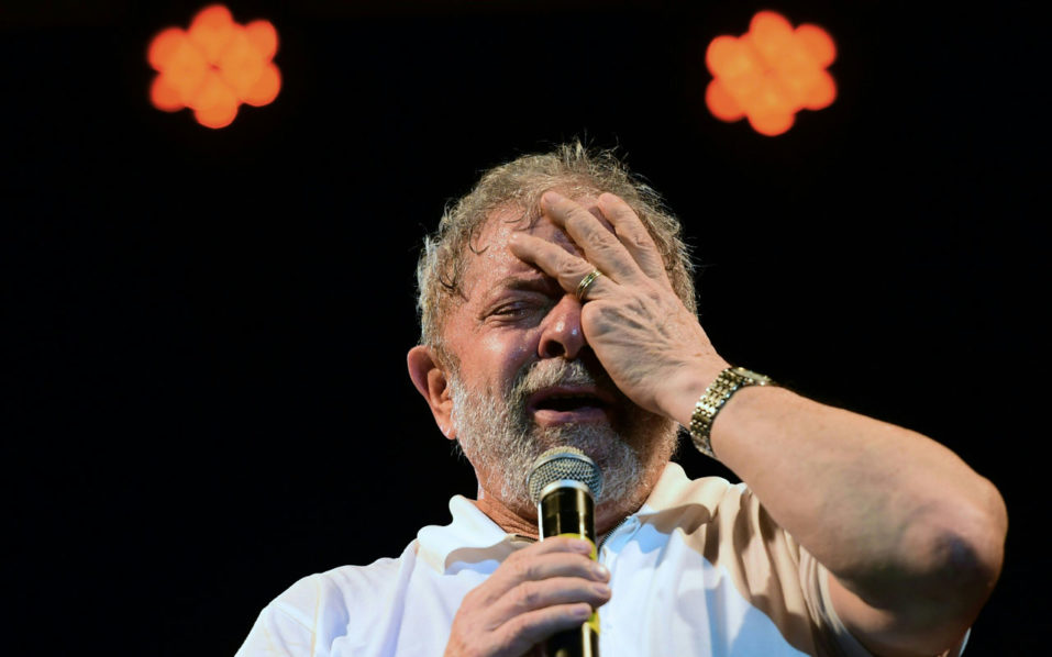 Brazilian former President (2003-2011) Luiz Inacio Lula Da Silva during a rally in support of Brazilian President Dilma Rousseff in Rio de Janeiro, Brazil. Brazil's Supreme Court said on October 6, 2016 that ex-president Luiz Ignacio Lula da Silva will be probed for alleged membership in a crime ring that organized the mass looting of the state oil company Petrobras. / AFP PHOTO / CHRISTOPHE SIMON