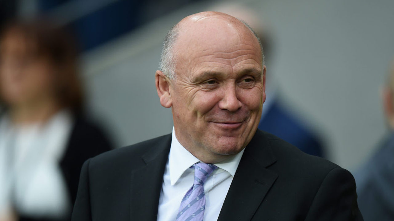 Mike Phelan, Manager of Hull City during the Premier League match between Hull City and Arsenal at KCOM Stadium on September 17, 2016 in Hull, England. (Photo by Tony Marshall/Getty Images/AFP