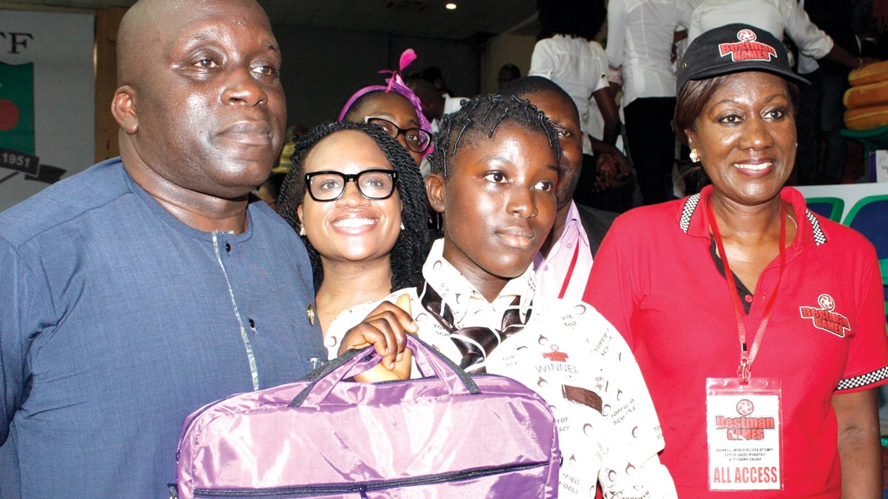 Chairman, Lagos State Sports Commission and Special Adviser to the Governor on Sports, Deji Tinubu (left); Grand Winner of Lagos State Under-17 Championship, Elizabeth Braimoh; and Founder/CEO, Bestman Games Limited, Nimi Akinkugbe (right), during the presentation of prize to Braimoh in Lagos… on Friday. PHOTO: FEMI ADEBESIN-KUTI