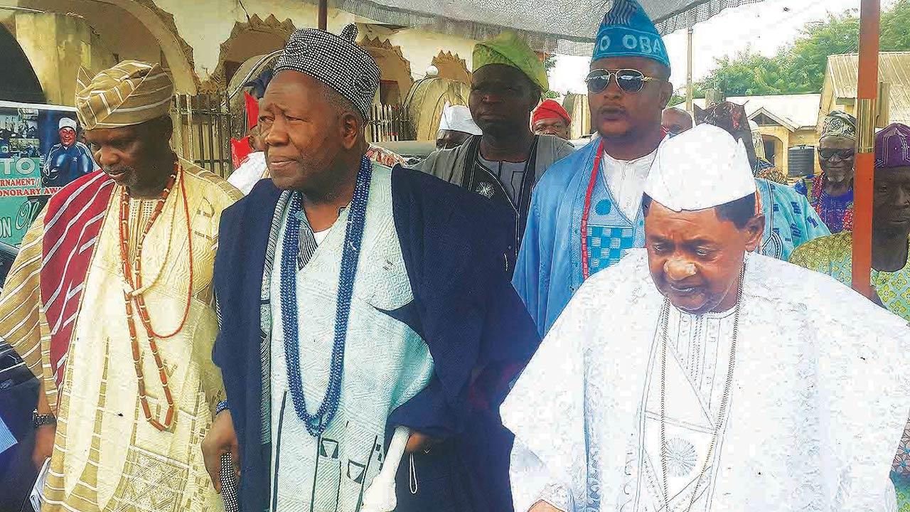 The Alaafin of Oyo, Lamidi Adeyemi (right), Olubadan of Ibadan, Saliu Adetunji, and Agbaakin Olubadan, Lekan Alabi, at the Olubadan's visit to the Alaafin at his palace in Oyo…yesterday                      PHOTO: NAJEEM RAHEM