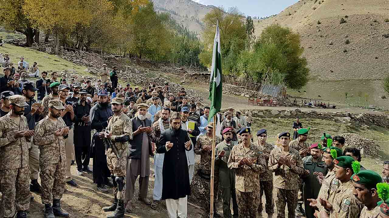 "In this handout photograph released by Pakistan's Inter Services Public Relations (ISPR) on September 30, 2016, Pakistani troops lay a wreath at the grave of a soldier killed in firing along the Line of Control that divides the disputed territory of Kashmir, during his funeral in the Astore district of the Gilgit-Baltistan region, some 127 kms South east of Gilgit, northern Pakistan. -----EDITORS NOTE---- RESTRICTED TO EDITORIAL USE MANDATORY CREDIT ""AFP PHOTO / INTER SERVICES PUBLIC RELATIONS/ HO "" ---- NO MARKETING NO ADVERTISING CAMPAIGNS - DISTRIBUTED AS A SERVICE TO CLIENTS / XGTY Pakistan's Prime Minister Nawaz Sharif condemned the ""naked aggression of Indian forces"" on September 29 after two Pakistani soldiers were killed in firing along the Line of Control that divides the disputed territory of Kashmir. / AFP PHOTO / ISPR / HO"