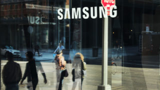 People walk by the new Samsung store in lower Manhattan on October 11, 2016 in New York City. Less than two months after its launch, Samsung Electronics has announced that it is discontinuing its flagship Galaxy Note 7 smartphone after repeated reports of fires starting in the phones. Photo by Spencer Platt/Getty Images)   Spencer Platt/Getty Images/AFP