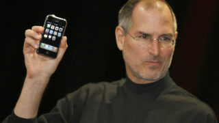 """Former Apple chief executive Steve Jobs unveiling a new mobile phone that can also be used as a digital music player and a camera, a long-anticipated device dubbed an """"iPhone."""" at the Macworld Conference 09 January 2007 in San Francisco, California. The """"iPhone"""" will be ultra-slim -- less than half-an-inch (1,3 centimeters) thick -- boasting a phone, Internet capability and an MP3 player as well as featuring a two megapixel digital camera, Jobs said. / AFP PHOTO / TONY AVELAR"""