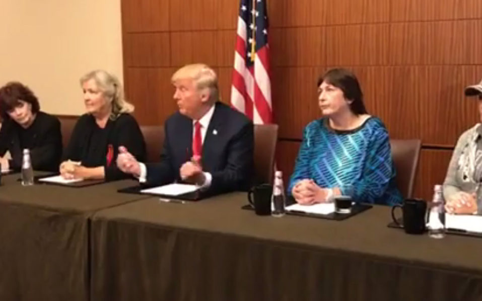 Donald Trump (C) holds a press conference with several women who have accused Bill Clinton of sexual misconduct,(From L to R : Kathleen Wiley, Juanita Broaddrick, Kathy Shelton and Paula Jones) just before taking the stage in a crucial presidential debate with Hillary Clinton in St. Louis, Missouri on October 9, 2016. / AFP PHOTO / DONALD TRUMP FACEBOOK PAGE /