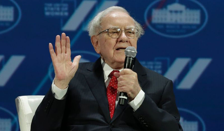 """After Donald Trump's claims that Warren Buffett avoided paying income taxes by deducting sizable business losses, the investor rebutted, """"He [Trump] has not seen my income tax returns. But I am happy to give him the facts"""" (AFP Photo/Yuri Gripas)"""