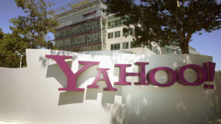 The entrance of Yahoo headquarters in Sunnyvale, California PHOTO: HECTOR MATA/AFP/Getty Images)