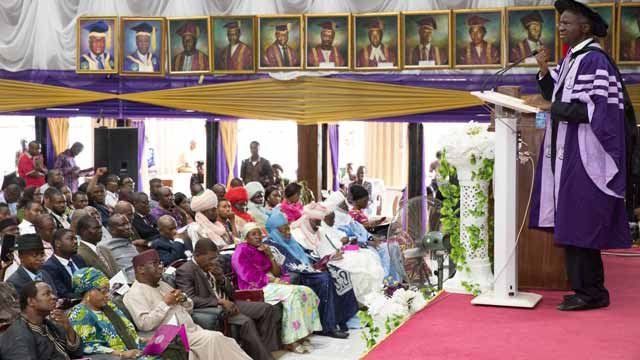 """Minister of Power, Works and Housing, Babatunde Raji Fashola, right, delivering the 42nd Convocation Lecture of the University of Benin, on the theme,"""" Freedom from Fear, Choices before the New Generation,""""at the Akin Deko Auditorium, Ugbowo Campus in Benin City, Edo State on Friday 25th November, 2016."""