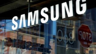 Signage is seen at the Samsung 837 store in the Meatpacking District of Manhattan, New York, U.S., October 10, 2016.  REUTERS/Andrew Kelly/File Photo