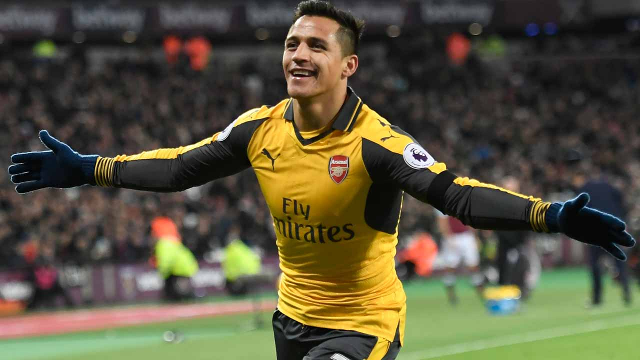 Arsenal's Chilean striker Alexis Sanchez celebrates after scoring their second goal during the English Premier League football match between West Ham United and Arsenal at The London Stadium, in east London on December 3, 2016.  Justin TALLIS / AFP