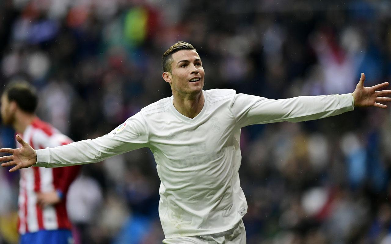 Real Madrid's Portuguese forward Cristiano Ronaldo  / AFP PHOTO / JAVIER SORIANO