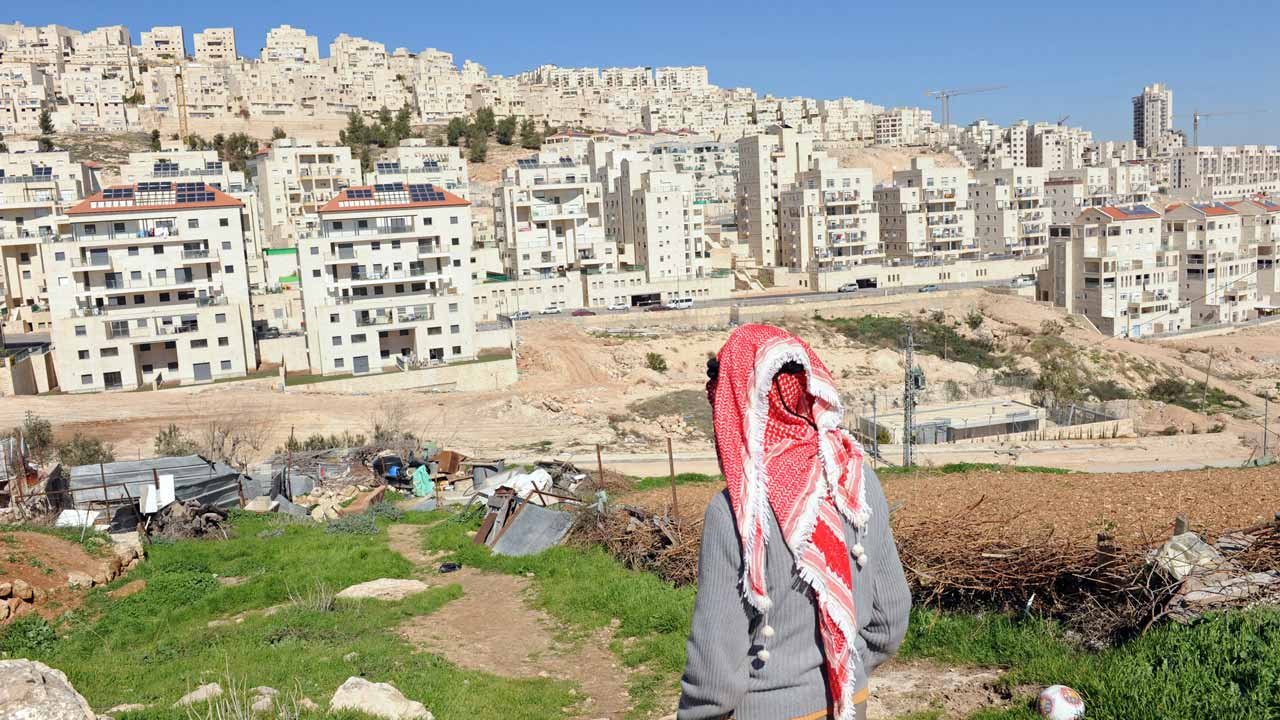 UN holds off action over new Israeli settler homes